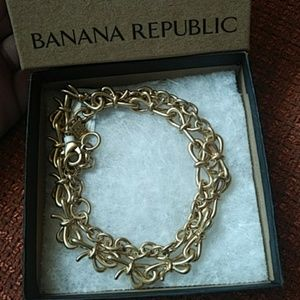 Banana republic gold bow necklace
